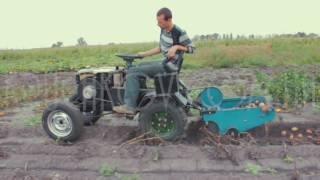 Картофелекопалка транспортерная в работе